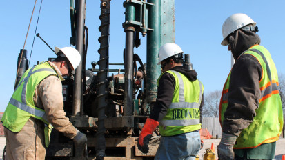 oil & gas workers on a drilling rig